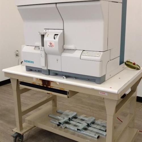 Siemens Advia 120 Hematology Analyzer w/ Rolling Table