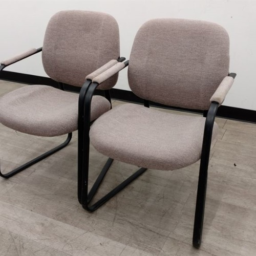 Lot of 2 Chairs