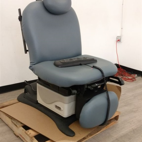 Midmark 630 Exam Table w/ Footswitch