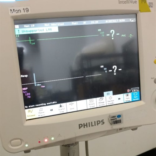 Philips Intellivue MP30 Patient Monitor M8002A w/ Stand